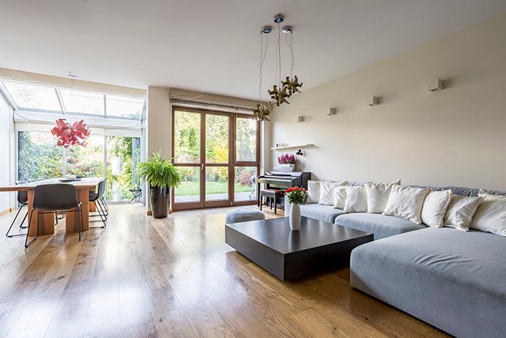 how-to-decide-between-solid-hardwood-and-engineered-MI-hardwood-floors